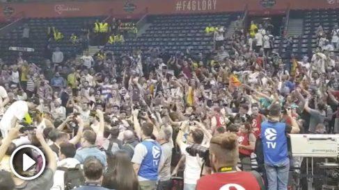 Así celebraron los jugadores del Real Madrid la Décima junto a los aficionados.