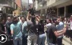Zapatero abucheado por la multitud al salir de un centro electoral en Caracas