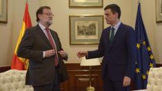 Mariano Rajoy le niega el saludo a Pedro Sánchez en  2016 en Moncloa