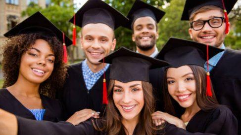 Cómo hacer fotos de graduación originales paso a paso