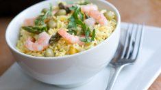 Receta de ensalada de arroz y gambas con salsa fácil de preparar