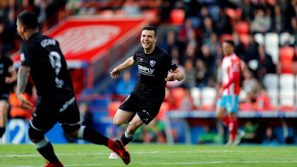 Álex Gallar celebra uno de los goles que le dieron el ascenso al Huesca. (EFE)