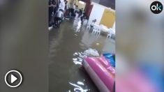La lluvia ha anegado varios establecimientos de Lucena (Córdoba).