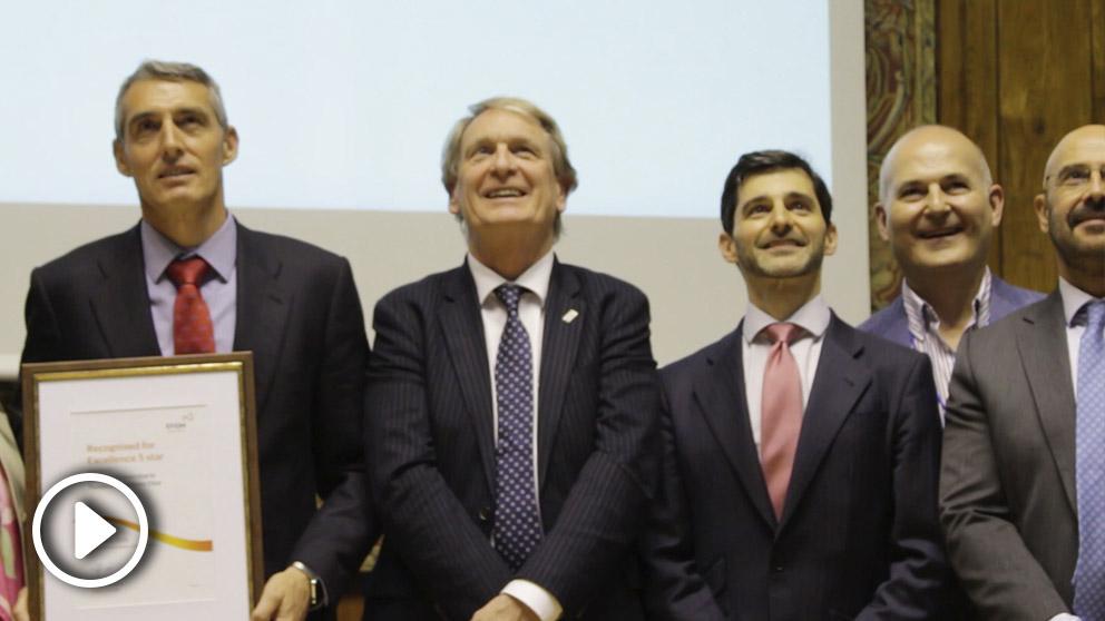 Juan Antonio Álvaro de la Parra, director gerente de la Fundación Jiménez Díaz, y Leon Tossaint, director ejecutivo de la EFQM en Europa.