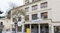 Fachada del llamado Bloc 17, en Horta-Guinardo, usado como sede social dela CUP y Arran y adquirido por el Ayuntamiento de Barcelona.