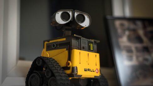 Wall-e, otra simpática creación que cuenta con el logo de Pixar