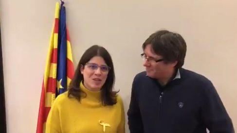 Gemma Geis, diputada de JxCat en el parlament de Cataluña, con el ex president huido Carles Puigdemont.