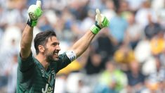 Buffon despidiéndose de su público. (Getty Images)