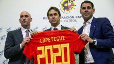 Rubiales, Lopetegui y Fernando Hierro, en el acto de renovación del seleccionador. (EFE)