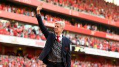 Wenger se despide de los aficionados del Arsenal. (Getty)