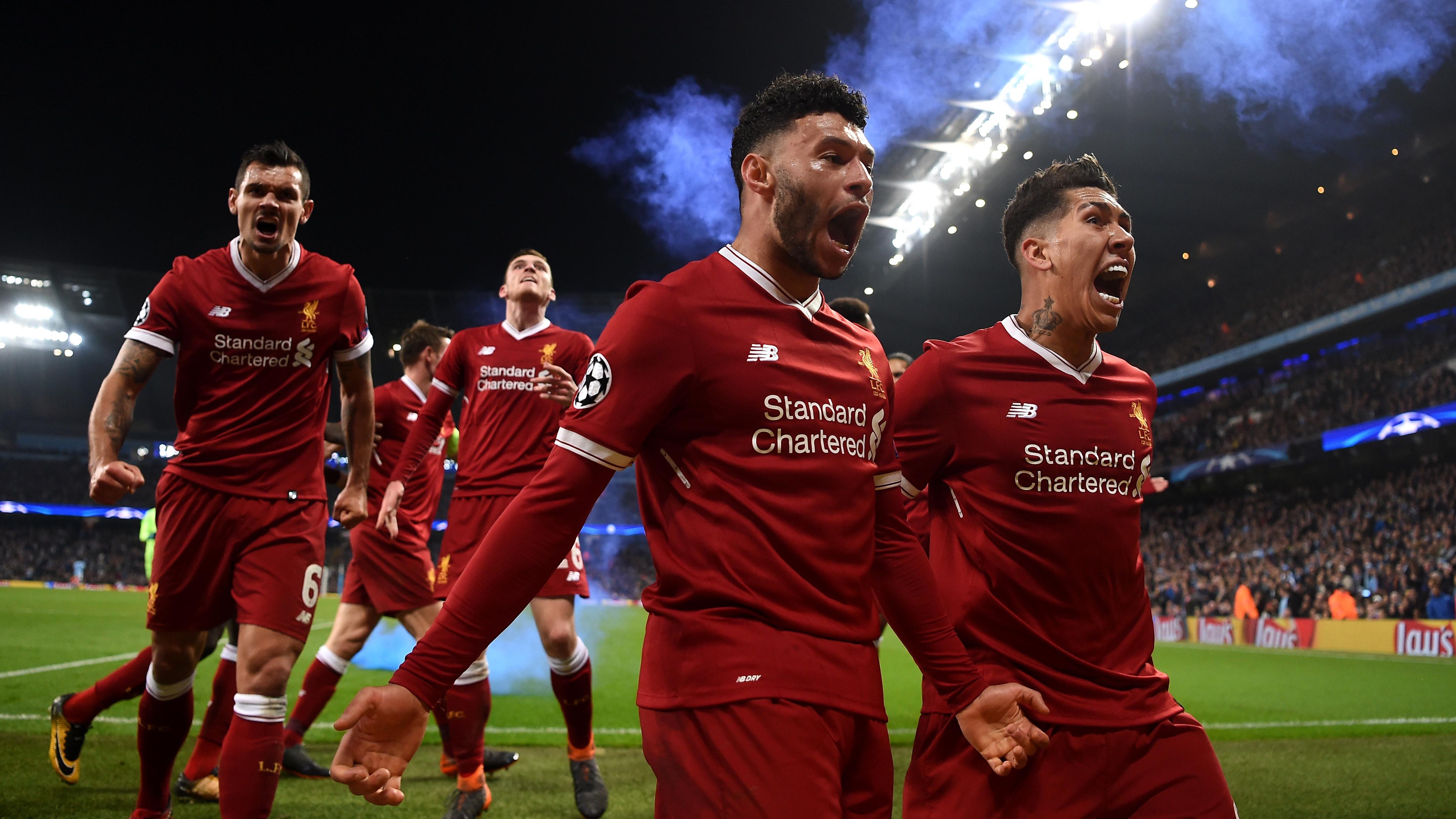 Oxlade-Chamberlain y Firmino celebran un gol ante el Manchester City en Champions League. (Getty)