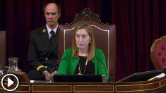 La presidenta del Congreso, Ana Pastor, llama la atención a la diputada podemita Tania Sánchez por comer una manzana