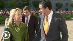 Eduardo Zaplana y su mujer Rosa Barceló en la boda de Ana Aznar. Foto :EFE