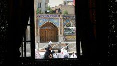 Una mujer en una mezquita de Irán. Foto: AFP