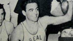 Julio Descartín, ex jugador del Real Madrid de baloncesto que guarda un gran parecido con Xavi Hernández.