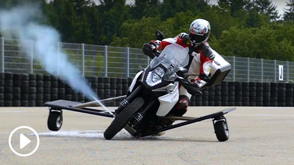 La firma Bosch ha inventado un interesante sistema que es capaz de evitar que te caigas de la moto cuando la pérdida de adherencia es ya irremediable.
