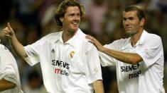 Zidane celebra con McManaman un gol con el Real Madrid. (AFP)