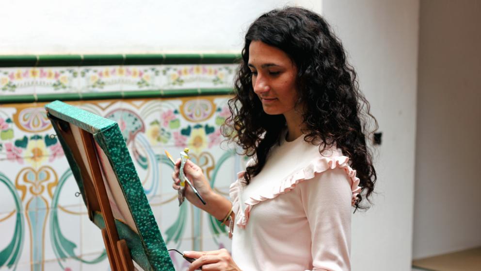Anna Vicent trabajando en su taller (Foto: VINT)