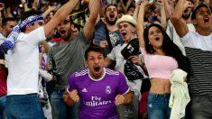 Aficionados del Real Madrid celebran uno de los goles contra la Juventus en la final de la Champions 2017. (AFP)