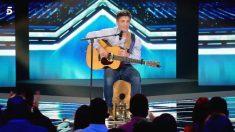 Cesc, el primero en sentarse en el equipo de Laura en 'Factor X'