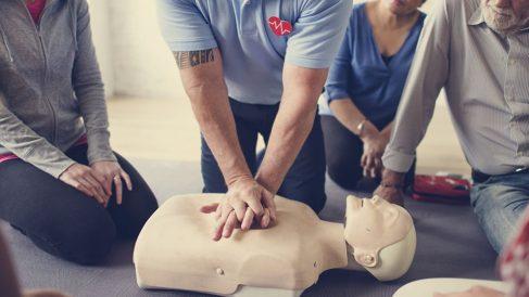 Aprende paso a paso cómo hacer un masaje cardiovascular (RCP)