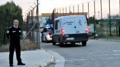 Furgones de la Policía Nacional en la prisión de Picassent (Valencia).
