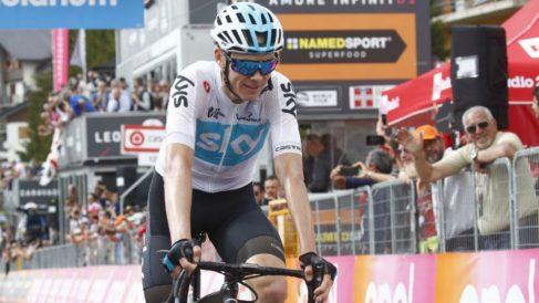 Chris Froome entró triunfal en la meta de la decimonovena etapa del Giro. (AFP)