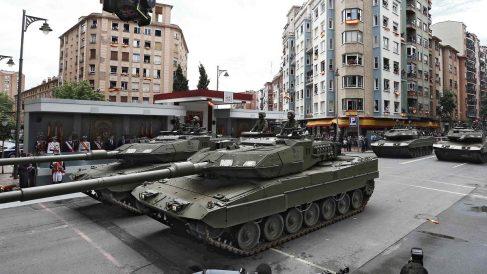 Carros de combate en el desfile del Día de las Fuerzas Armadas en Logroño. Foto: EFE