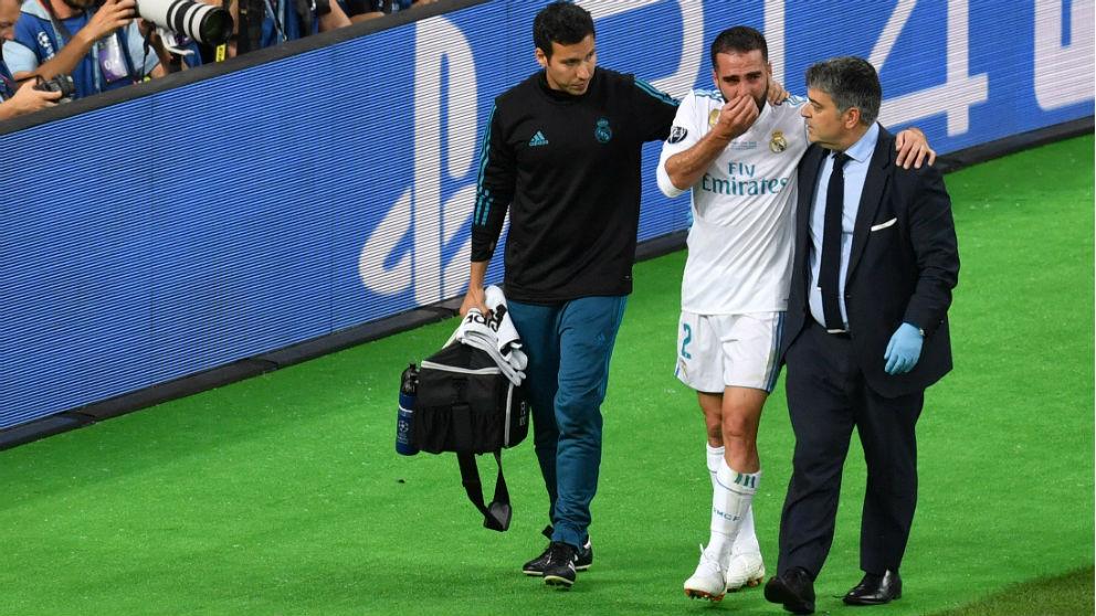 Carvajal se retira llorando tras la lesionarse. (AFP)   Final Champions League 2018   Real Madrid – Liverpool