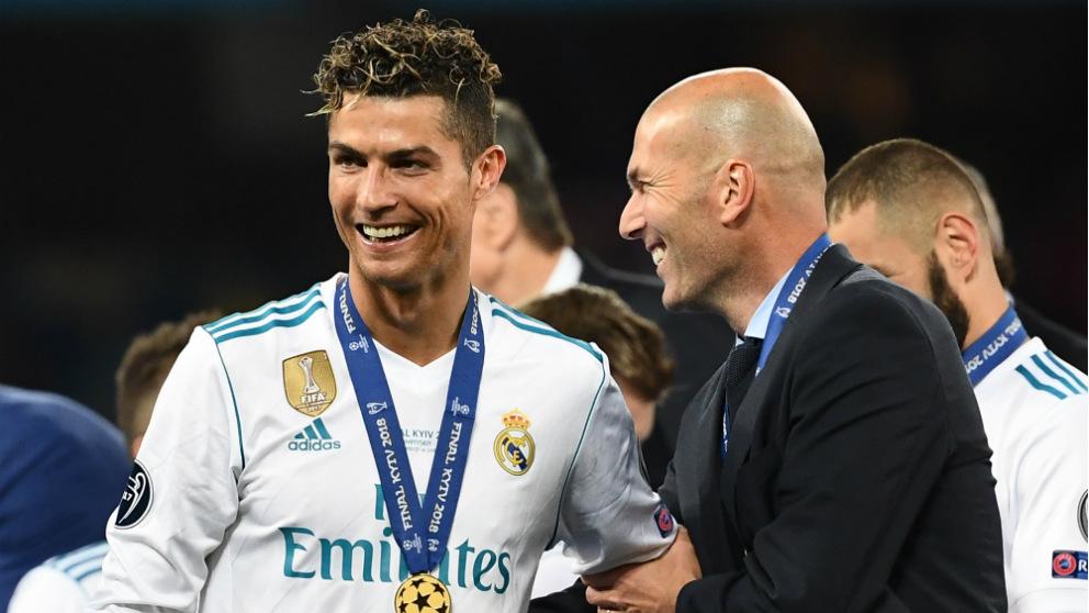 Cristiano y Zidane durante la final de la Champions. (AFP)