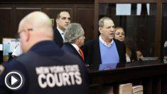 Harvey Weinstein al entregarse en una comisaría de la Policía de Nueva York. (Foto: AFP)