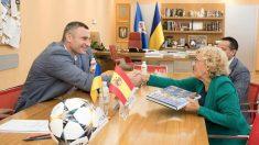 Manuela Carmena y el alcalde de Kiev, Vitali Klitschko.