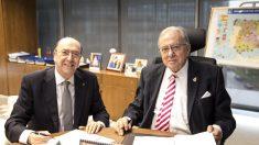 El presidente de AMA Vida Seguros y Reaseguros, Diego Murillo, y el decano del Colegio Nacional Julio Cano Martínez Moral.