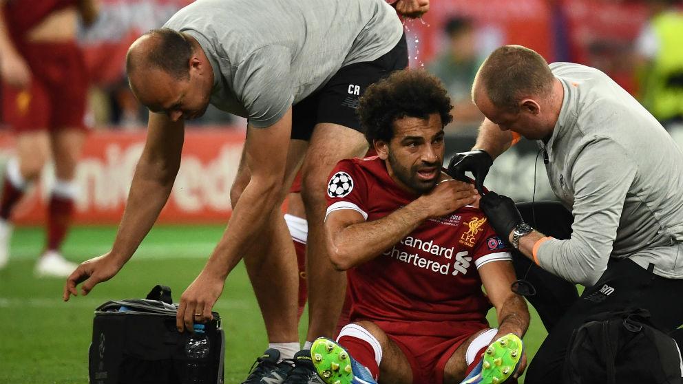 Salah en el momento de la lesión. (AFP)   Final Champions League   Real Madrid – Liverpool
