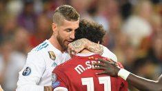 Ramos-abraza-a-Salah-antes-de-que-el-egipcio-tuviera-que-abandonar-lesionado-el-terreno-de-juego-(Getty)