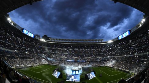 El Santiago Bernabéu se llena para celebrar la Decimotercera Champions del Real Madrid. (AFP)