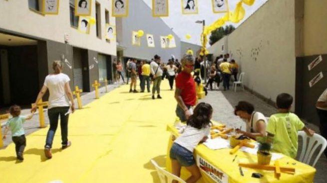 Salvaje adoctrinamiento infantil en Lérida: ponen a los niños a recortar cruces amarillas