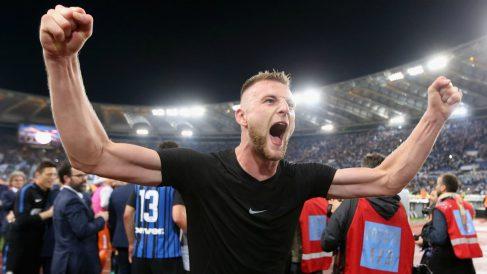 Skriniar celebra la clasificación del Inter para la Champions. (Getty Images)