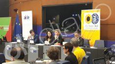 De izquierda a derecha Jordi Solé, la esposa de Romeva, el abogado de Romeva y Tremosa.