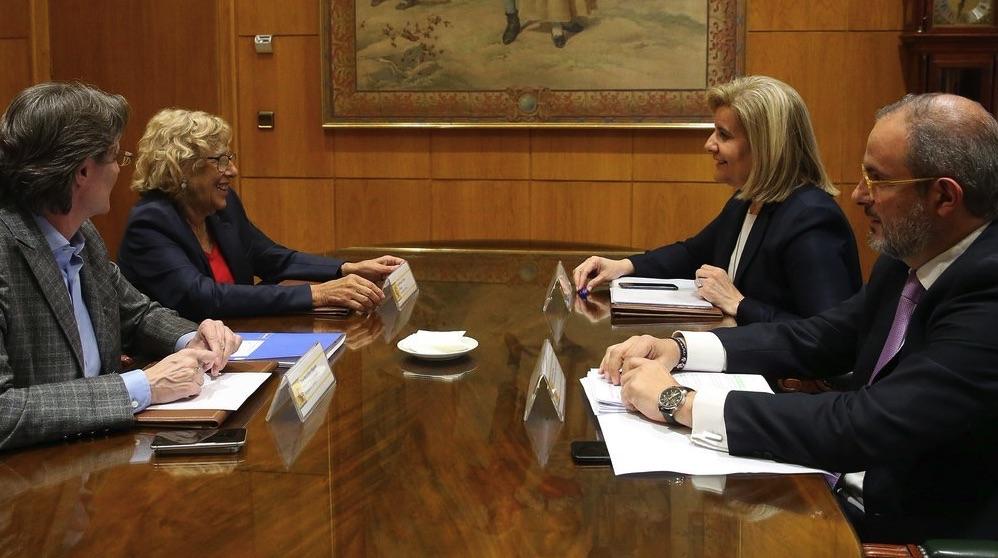 Reunión de Manuela Carmena y Fátima Báñez.