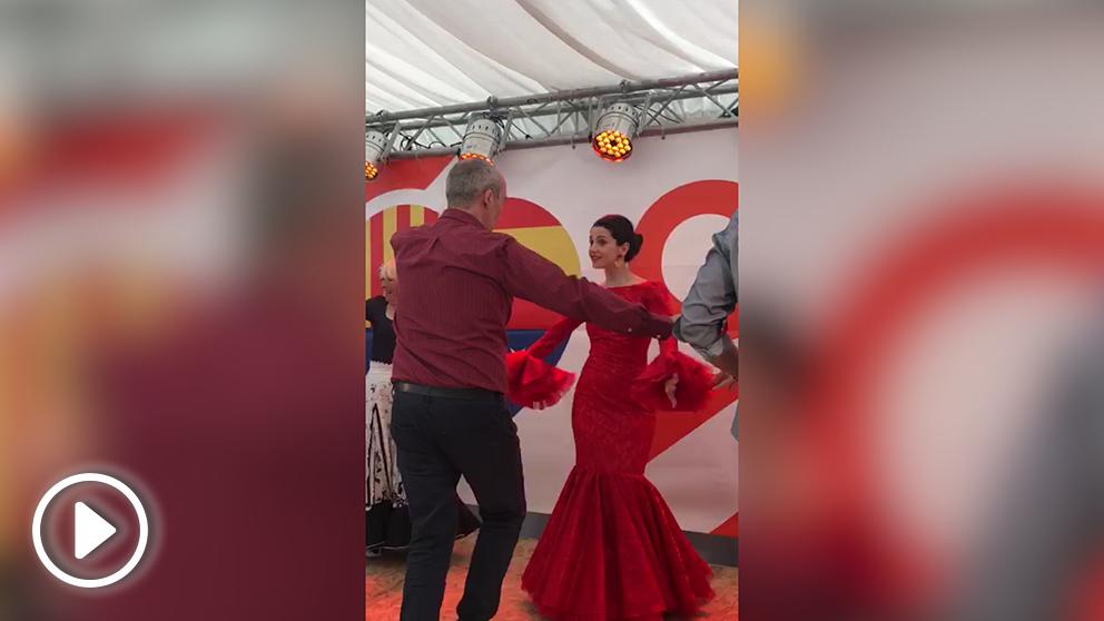 Inés Arrimadas bailando sevillanas.