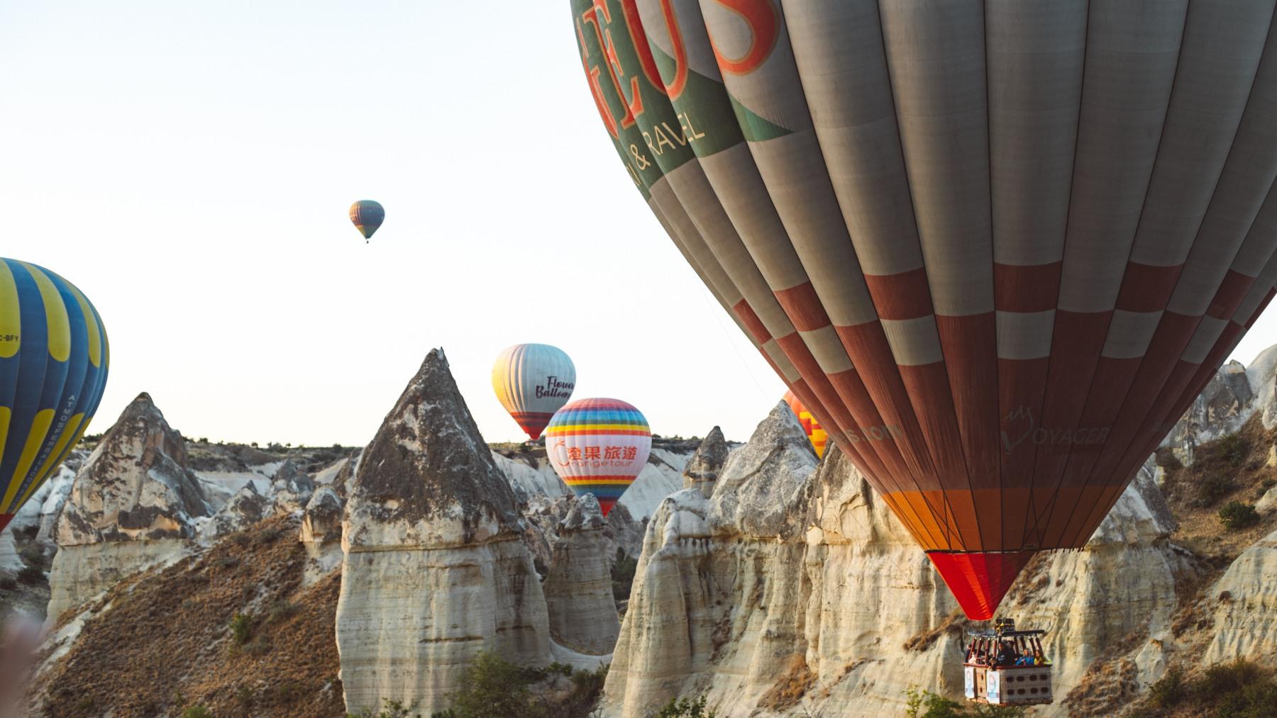 El helio se utiliza para hacer funcionar los globos aerostáticos
