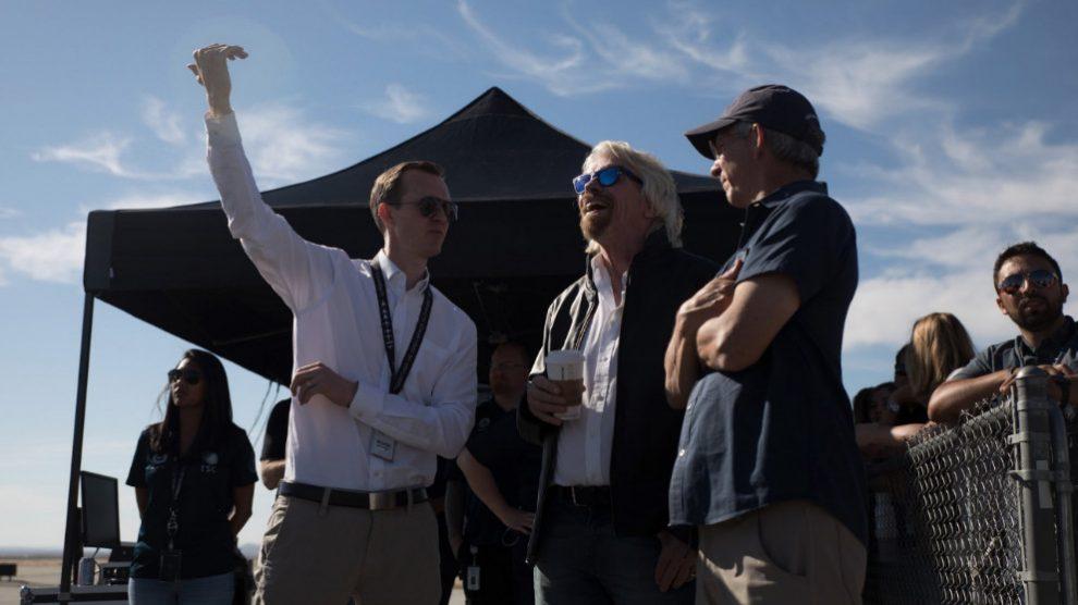 Charles Bronson, director de Virgin Galactic, durante la prueba de la nava VSS Unity. Foto: @virgingalactic