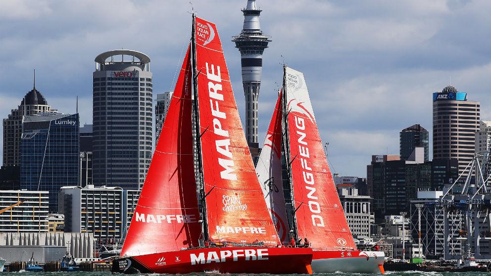 El MAPFRE junto al Dongfeng en la salida de la etapa 7 de la Volvo Ocean Race en Auckland, Nueva Zelanda. (Getty)