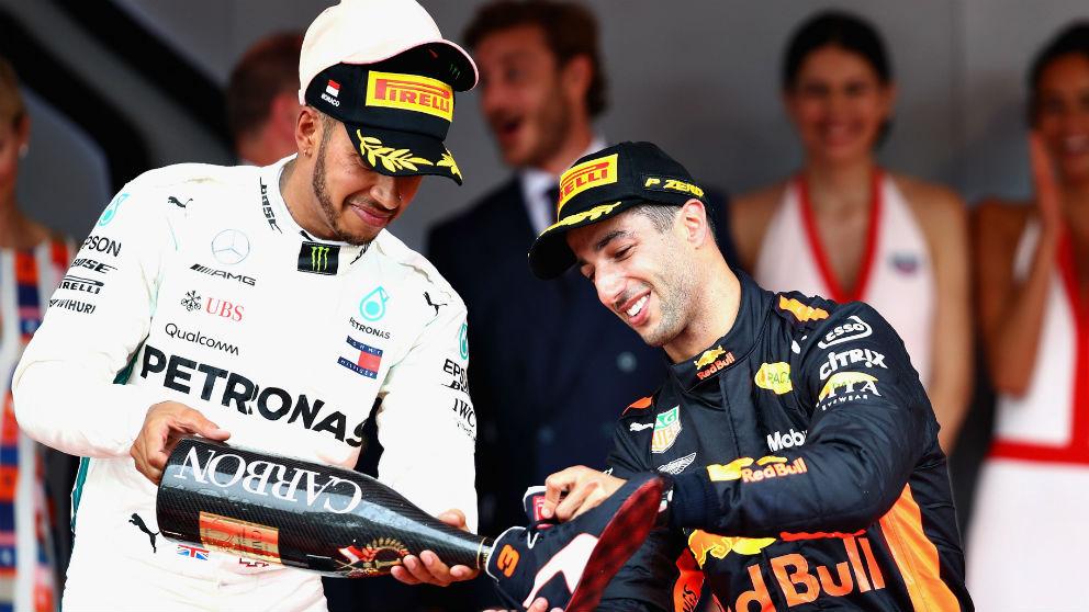 Lewis Hamilton ha alabado el trabajo de Daniel Ricciardo en Red Bull, recomendándole que renueve por ellos en lugar de ir a Mercedes, donde el inglés prefiere un compañero menos competitivo. (getty)