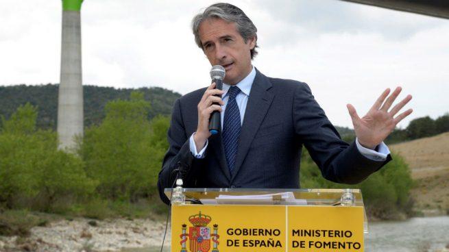 De la Serna advierte de que el AVE no llegará a Asturias si triunfa la moción de censura