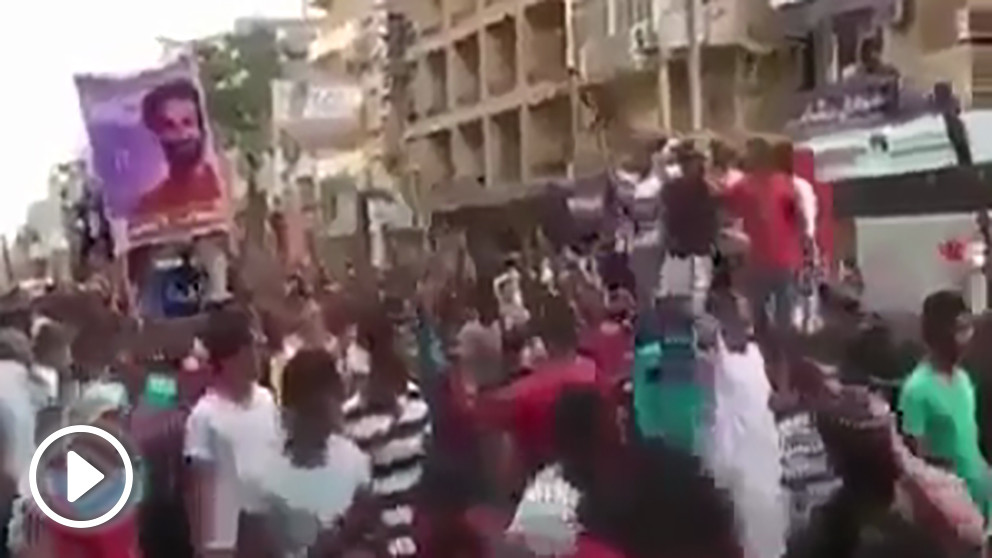 Manifestación en la embajada española en El Cairo tras la lesión de Salah.