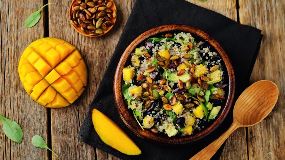 Receta de Ensalada de quinoa, aguacate y mango