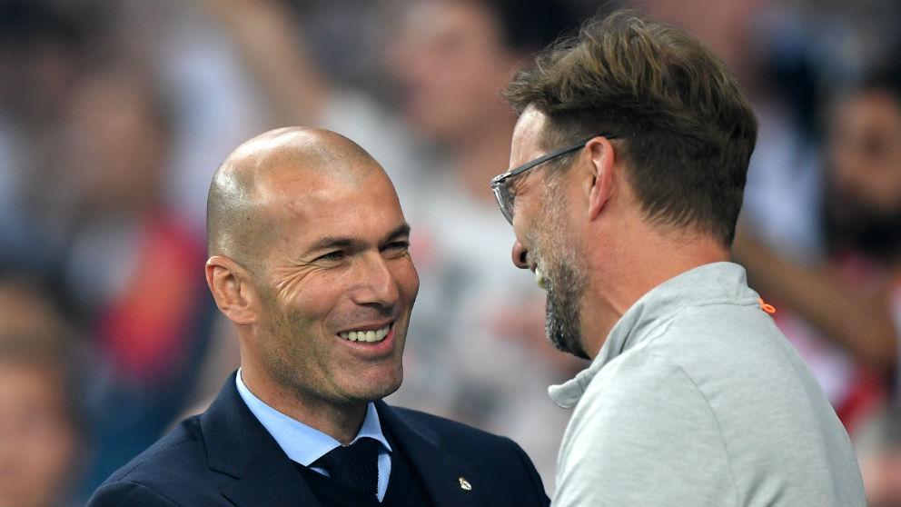 Jürgen Klopp y Zidane se saludan antes de la final de la Champions. (Getty)