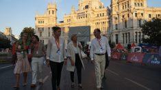 Manuela Carmena en Cibeles con el director general de Deportes. (Foto. Madrid)